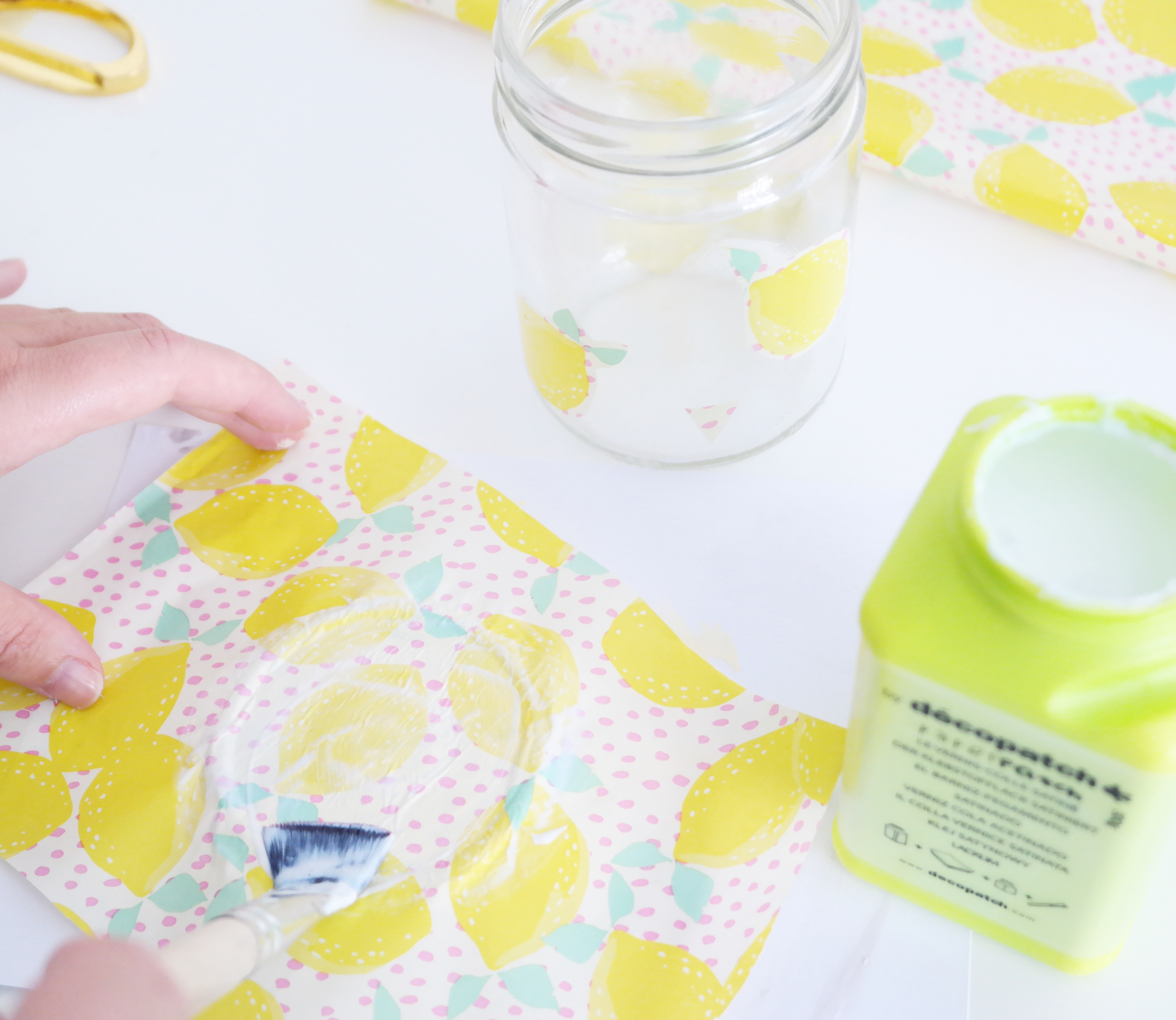 papier-decopatch-bocal-verre-citron
