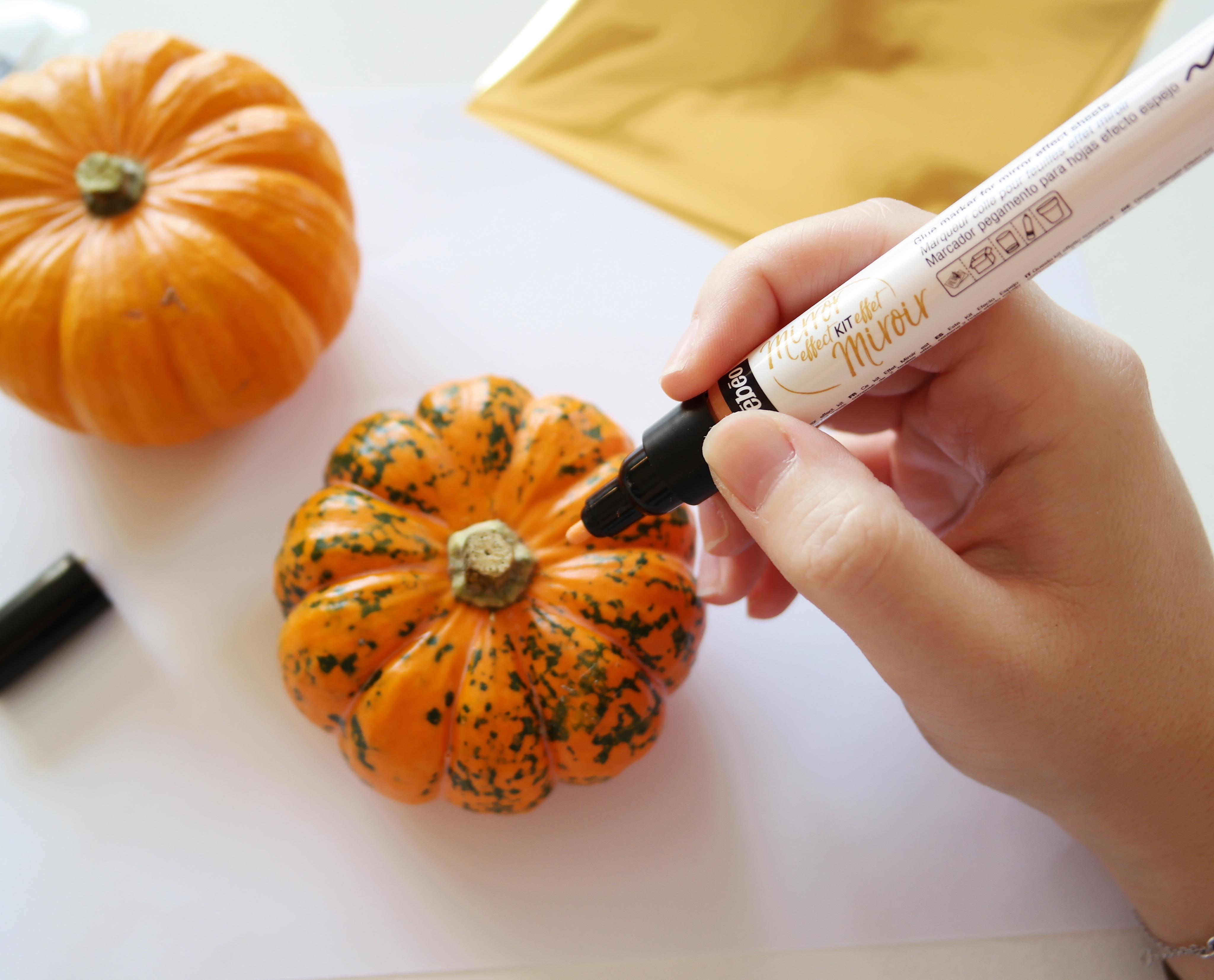 diy-citrouilles-deco-pumkins-paint-gold